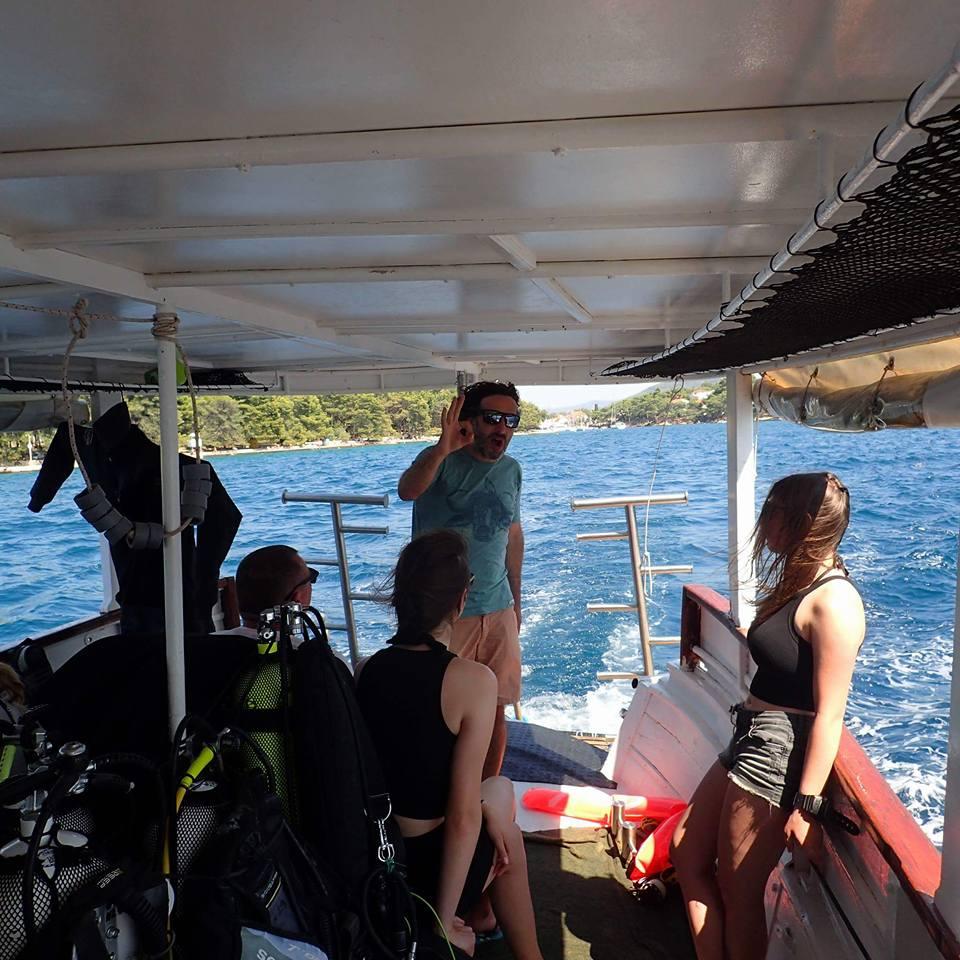 Łodzie w bazie nurkowej na wyspie Hvar -