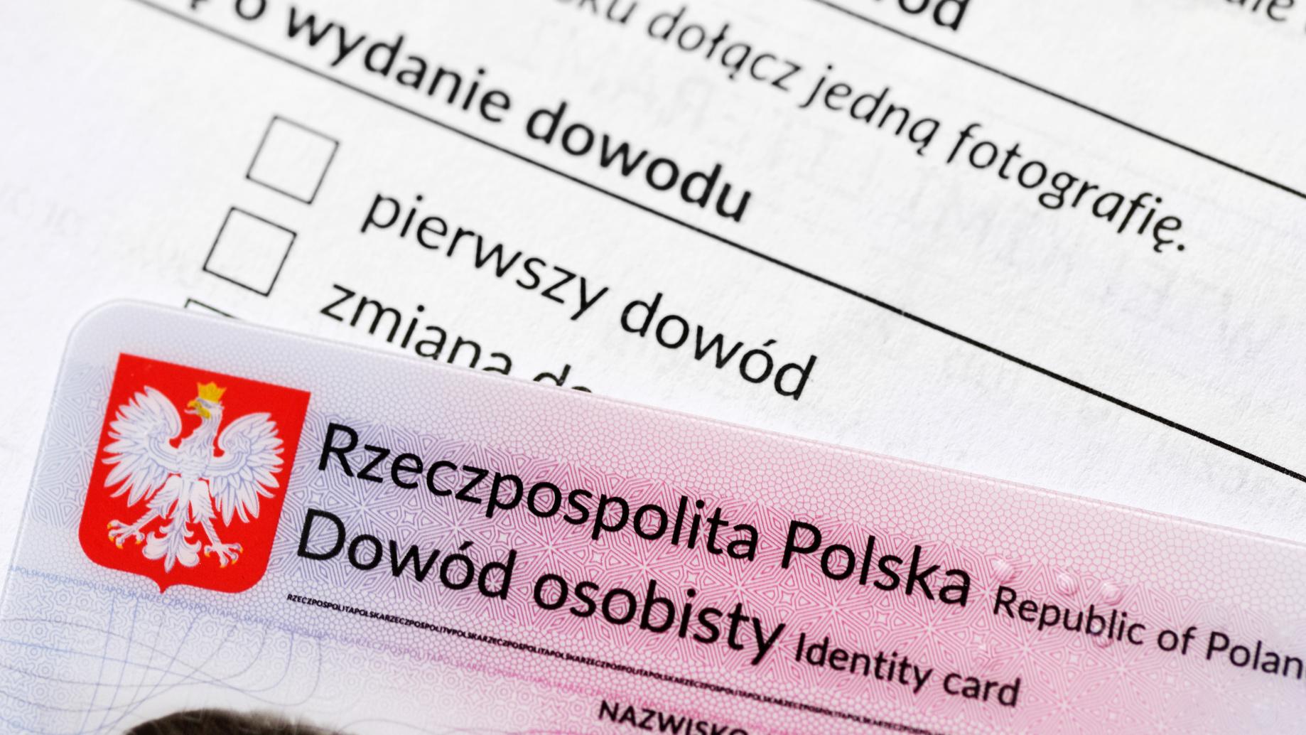 Paszport czy dowód osobisty? -