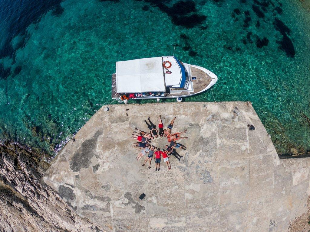 Łodzie w bazie nurkowej na wyspie Vis -