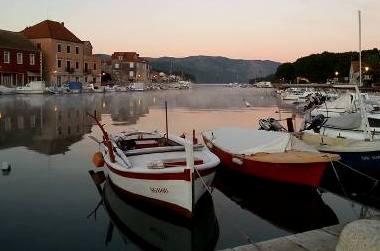 Czy można zabrać własny ponton, skuter, łódkę? -
